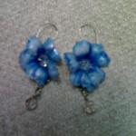 Orecchini con fiore azzurro